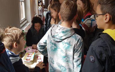 Rencontre littéraire entre les élèves de Saint Antoine et l'écrivain Cécile Chartres
